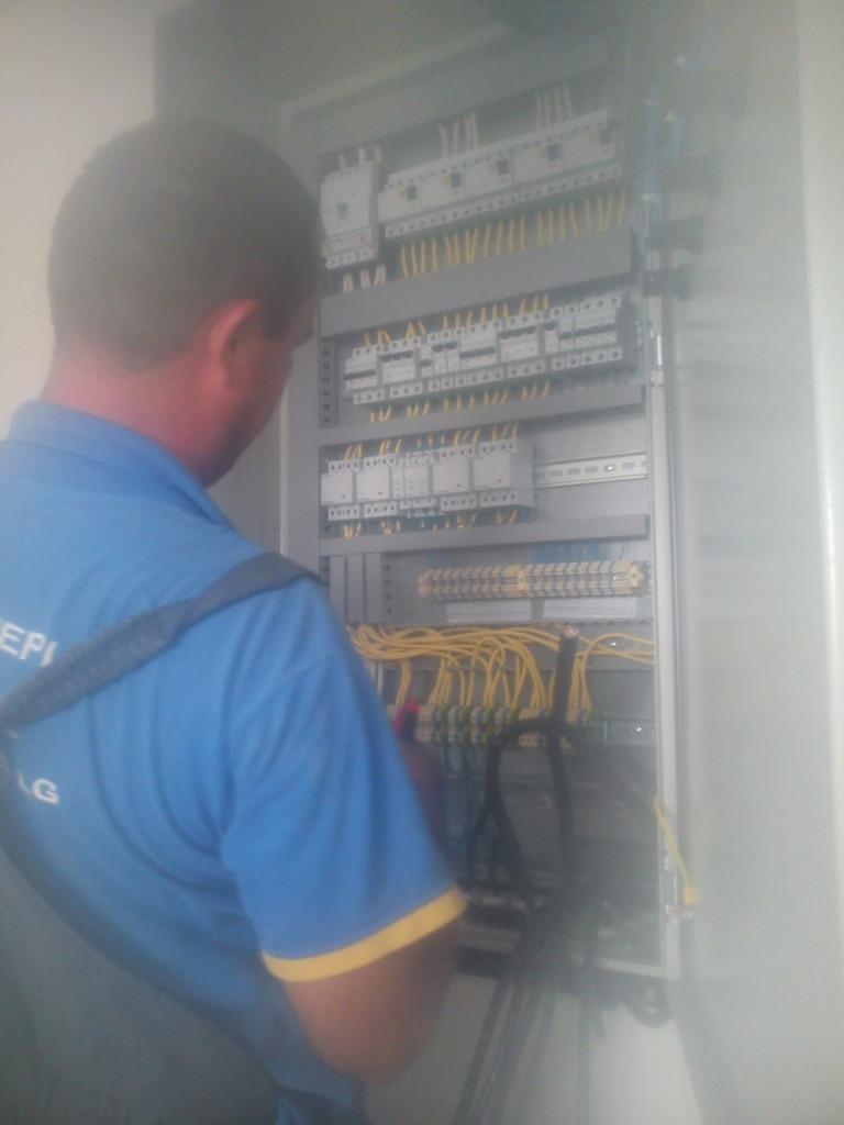 коммутация шкафа управления системой электрообогрева